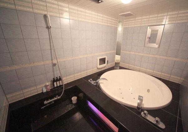 東松山ラブホテル バリタイ 102号室 お風呂