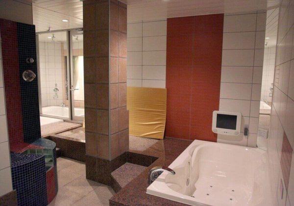 東松山ラブホテル バリタイ 207号室 お風呂、ローションマット、スケベ椅子