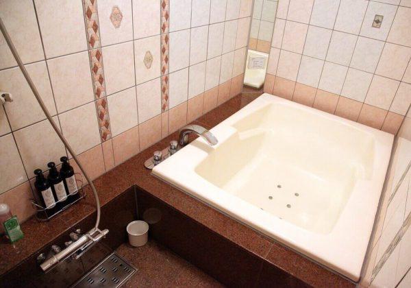 東松山ラブホテル バリタイ 216号室 お風呂