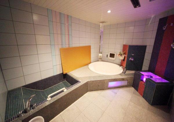 東松山ラブホテル バリタイ 218号室 お風呂、ローションマット、寝湯、スケベ椅子